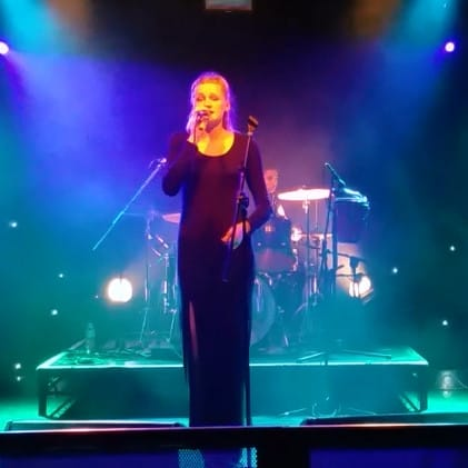 Jessica Davies singing at the Wedgewood Rooms