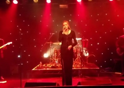 Jess singing at The Wedgewood Rooms